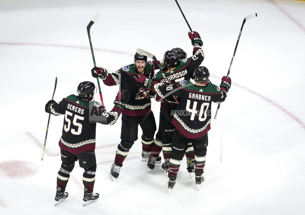 Predators Coyotes Hockey