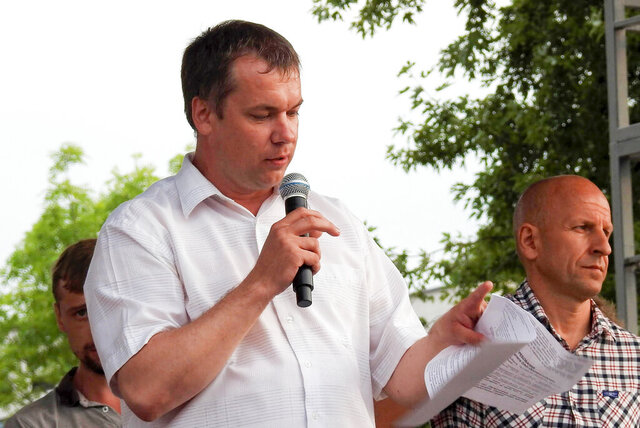 Anatoly Bokun, leader of strike committee at Belaruskali, a huge potash factory in Soligorsk, speaks to workers in Soligorsk, Belarus, Wednesday, Aug. 19, 2020. Bokun was detained by police Monday and is facing a 15-day jail sentence on charges of organizing an unsanctioned protest. The factory, which accounts for a fifth of the world's potash fertilizer output, is the nation's top cash earner. (AP Photo)