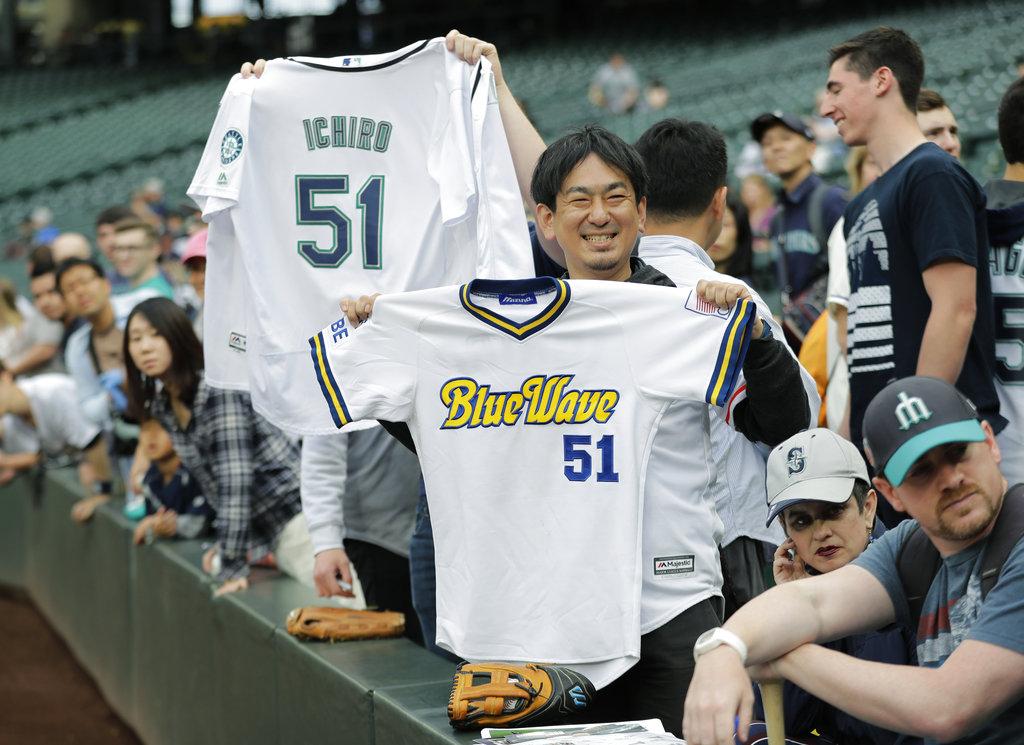 Mariners move Ichiro to front office