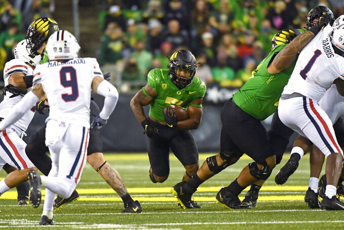 Oregon running back CJ Verdell (7) runs through hole in during the fourth quarter of an NCAA college football game Saturday, Sept. 25, 2021, in Eugene, Ore. (AP Photo/Andy Nelson)
