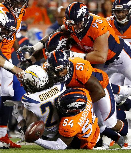 Broncos Davis Football