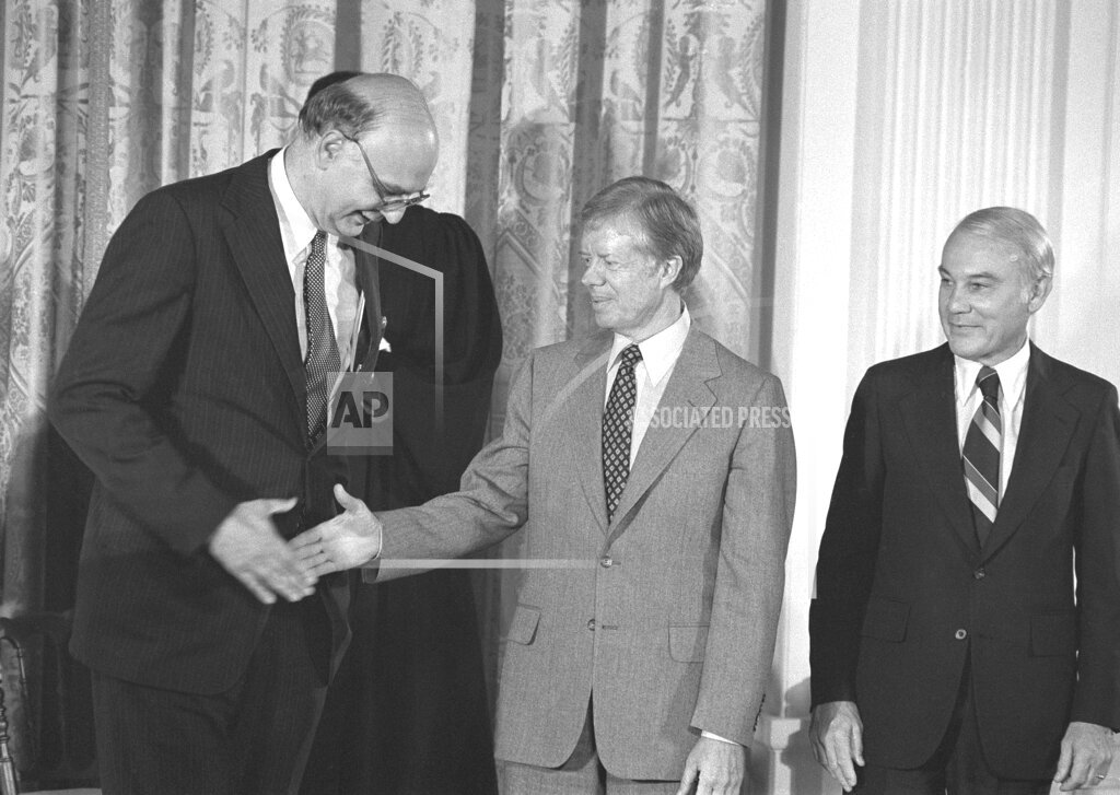 Watchf AP A  DC USA APHS335367 President Carter with Paul Volckers