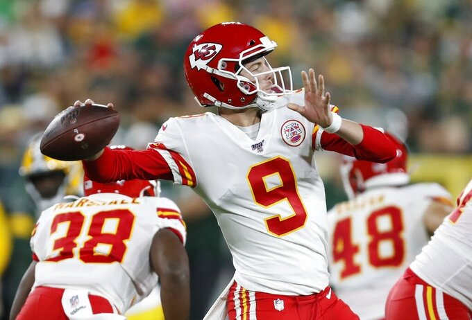 Kansas City Chiefs' Kyle Shurmur throw2 during the first half of a preseason NFL football gameah=Thursday, Aug. 29, 2019, in Green Bay, Wis. (AP Photo/Matt Ludtke)