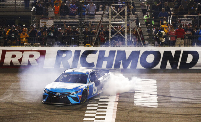 Martin Truex Jr. holds off Joey Logano to win at Richmond