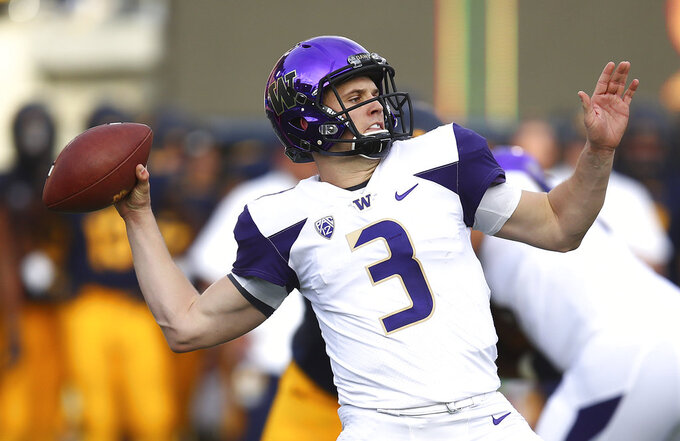 Washington quarterback Jake Browning (3) passes against California during the first half of an NCAA college football game Saturday, Oct. 27, 2018, in Berkeley, Calif. (AP Photo/Ben Margot)