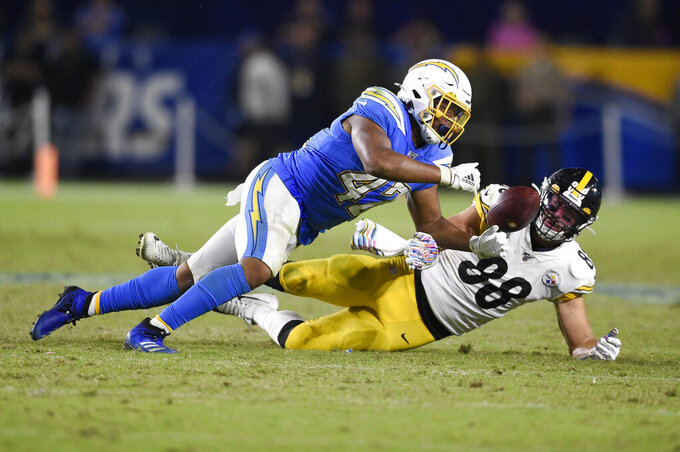 Pittsburgh Steelers tight end Nick Vannett, right, catches a pass as Los Angeles Chargers linebacker Uchenna Nwosu defends during the second half of an NFL football game, Sunday, Oct. 13, 2019, in Carson, Calif. (AP Photo/Kelvin Kuo)