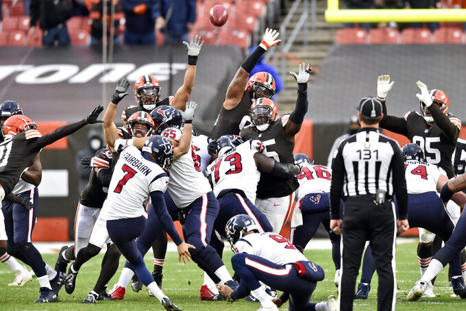 Houston Texans kicker Ka'imi Fairbairn (7) misses a field goal during the second half of an NFL football game against the Cleveland Browns, Sunday, Nov. 15, 2020, in Cleveland. (AP Photo/David Richard)