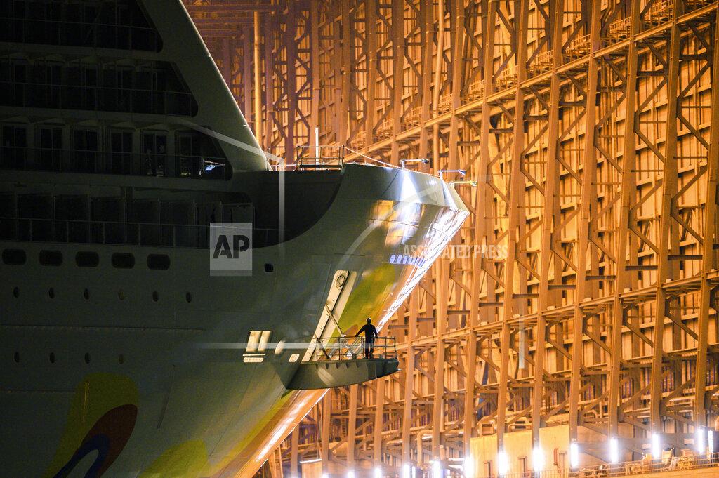Cruise ship leaves Meyer Werft building dock