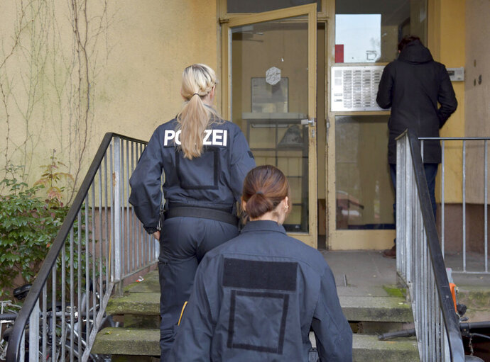 "Police enters a house in Berlin, Germany, where a suspect was arrested on Tuesday morning, Nov. 19, 2019. Authorities say German special police forces have arrested a Syrian man in a raid on his apartment after receiving intelligence from American officials that he was planning an extremist attack. Federal prosecutors said in a statement Tuesday that the 26-year-old ""radical Islamist"" was planning an attack in Germany designed to ""kill and injure a maximum number of people."" (Paul Zinken/dpa via AP)"