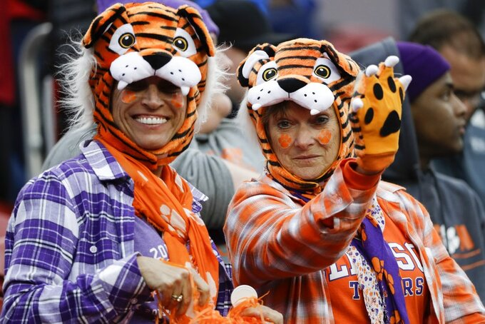 Fans wait for the start of the NCAA college football playoff championship game between Alabama and Clemson Monday, Jan. 7, 2019, in Santa Clara, Calif. (AP Photo/David J. Phillip)
