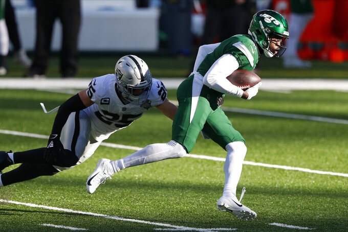 New York Jets' Denzel Mims runs the ball during the first half an NFL football game against the Las Vegas Raiders, Sunday, Dec. 6, 2020, in East Rutherford, N.J. (AP Photo/Noah K. Murray)