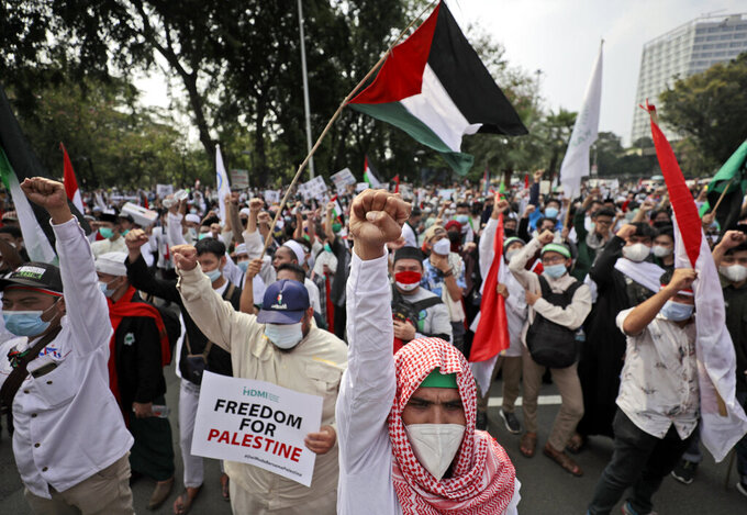 Muslim protesters shout slogans supporting Palestinians during a rally against Israel's attacks on Gaza, outside the U.S. Embassy in Jakarta, Indonesia, Friday, May 21, 2021. (AP Photo/Dita Alangkara)