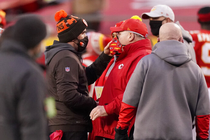Cleveland Browns head coach Kevin Stefanski, left, talks with Kansas City Chiefs head coach Andy Reid after an NFL divisional round football game, Sunday, Jan. 17, 2021, in Kansas City. The Chiefs won 22-17. (AP Photo/Charlie Riedel)