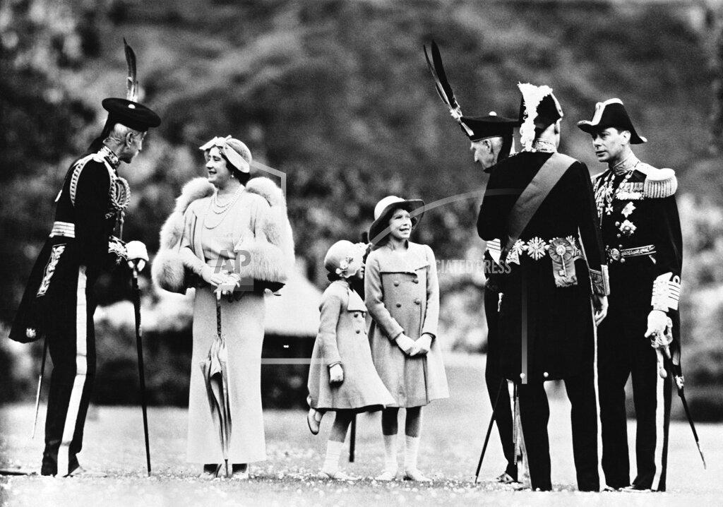 Watchf AP I   GBR XSC APHS223279 King George VI  Uniform Royal Family in Smiling Mood