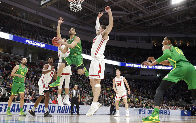 Oregon guard Ehab Amin, center left, shoots against Wisconsin during the first half of a first-round game in the NCAA men's college basketball tournament Friday, March 22, 2019, in San Jose, Calif. (AP Photo/Chris Carlson)