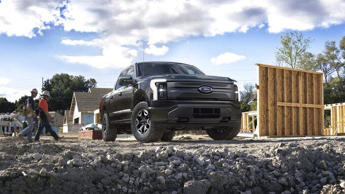 Esta foto suministrada por Ford Motor Co. muestra la pickup F-150 eléctrica 2022. (Ford Motor Co. vía AP)