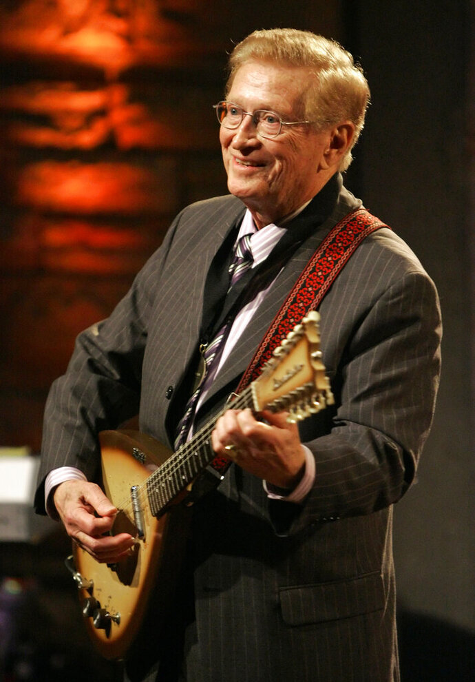 FILE - In this May 6, 2007 file photo, Guitar player Harold Bradley performs at the Country Music Hall of Fame Medallion Ceremony in Nashville, Tenn.  Bradley, who played on hundreds of hit country records and along with his brother, famed producer Owen Bradley, helped craft