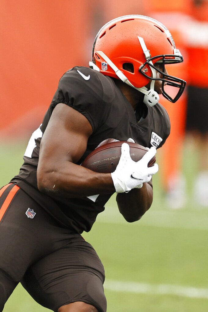 Cleveland Browns running back Nick Chubb runs the ball during practice at the NFL football team's training facility Monday, Aug. 17, 2020, in Berea, Ohio. (AP Photo/Ron Schwane)