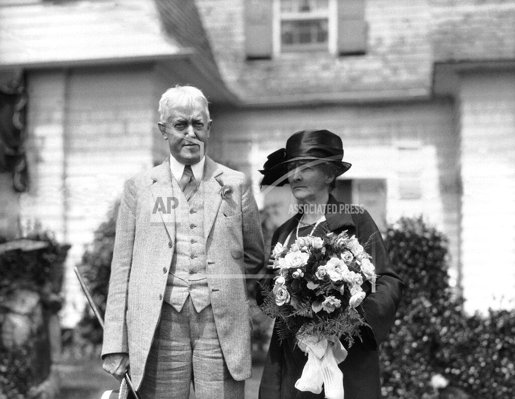Watchf AP A  ME USA APHSL329253 John W. Davis  wife Margaret Davis