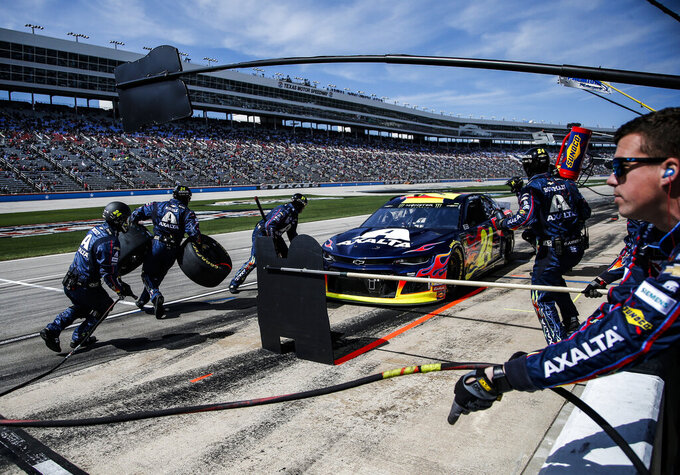 William Byron's pit crew service his car during a NASCAR Cup auto race at Texas Motor Speedway, Sunday, March 31, 2019, in Fort Worth, Texas. (AP Photo/Brandon Wade)