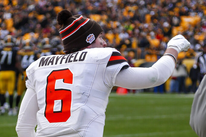 Browns QB Mayfield OK after hurting hand in loss to Steelers