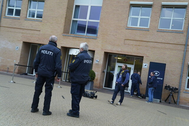 Police and journalists outside a court in Glostrup, Denmark, where convicted murderer Peter Madsen will appear after his Tuesday's escape attempt, Wednesday morning, Oct. 21, 2020. A Danish man convicted of torturing and murdering a Swedish journalist on his homemade submarine made a brief escape from a suburban Copenhagen prison on Tuesday. (Photo: Liselotte Sabroe / Scanpix 2020)