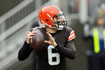 Cleveland Browns quarterback Baker Mayfield looks to throw during the first half of an NFL football game against the Pittsburgh Steelers, Sunday, Jan. 3, 2021, in Cleveland. (AP Photo/David Richard)