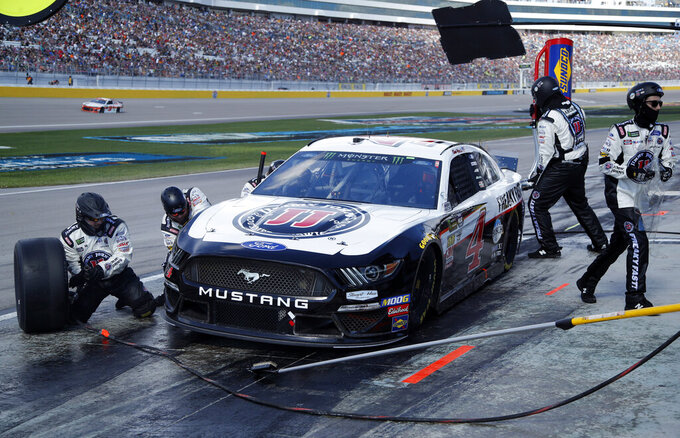 Kevin Harvick makes a pit stop during a NASCAR Cup Series auto race at Las Vegas Motor Speedway, Sunday, March 3, 2019, in Las Vegas. (AP Photo/John Locher)