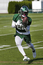 New York Jets running back Le'Veon Bell participates during practice at the NFL football team's training camp in Florham Park, N.J., Thursday, July 25, 2019. (AP Photo/Seth Wenig)