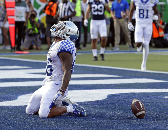 Kentucky running back Benny Snell Jr. (26) drops to his knees after scoring a touchdown on a 12-yard run against Penn State during the second half of the Citrus Bowl NCAA college football game, Tuesday, Jan. 1, 2019, in Orlando, Fla. (AP Photo/John Raoux)