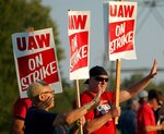 Production workers with United Auto Workers Local 2250 picket outside the General Motors truck assembly plant in Wentzville, Mo., Monday, Sept. 16, 2019. (Christian Gooden/St. Louis Post-Dispatch via AP)