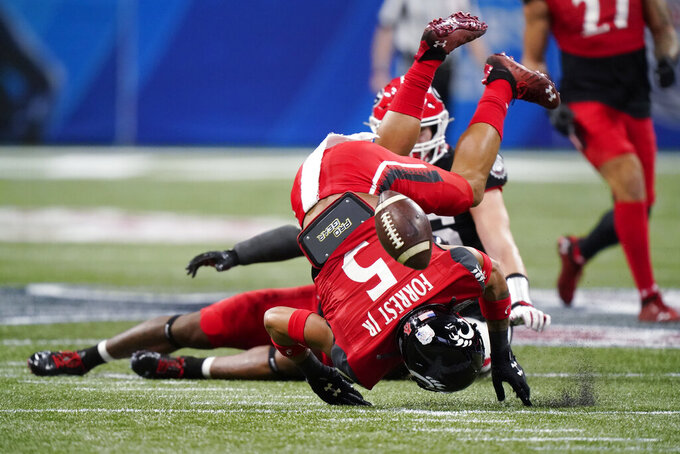 Cincinnati wide receiver Jordan Jones (5) misses a catch against Georgia during the first half of the Peach Bowl NCAA college football game, Friday, Jan. 1, 2021, in Atlanta. (AP Photo/Brynn Anderson)
