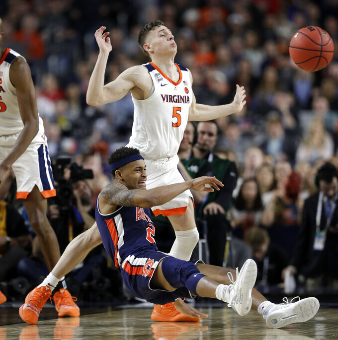 Auburn's Bryce Brown (2) and Virginia's Kyle Guy (5) battle for a loose ball during the second half in the semifinals of the Final Four NCAA college basketball tournament, Saturday, April 6, 2019, in Minneapolis. (AP Photo/David J. Phillip)