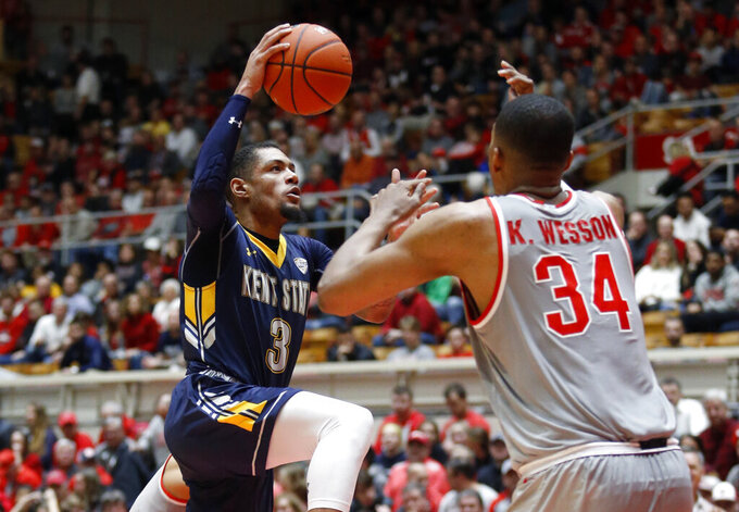 Kent State guard Troy Simons, left, goes up to shoot in front of Ohio State forward Kaleb Wesson during the first half of an NCAA college basketball game in Columbus, Ohio, Monday, Nov. 25, 2019. (AP Photo/Paul Vernon)