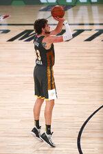 Oklahoma City Thunder forward Mike Muscala (33) shoots against the Washington Wizards during the second half of an NBA basketball game Sunday, Aug. 9, 2020, in Lake Buena Vista, Fla. (Kim Klement/Pool Photo via AP)