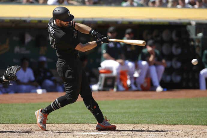San Francisco Giants' Evan Longoria hits a two-run single against the Oakland Athletics during the seventh inning of a baseball game in Oakland, Calif., Sunday, Aug. 25, 2019. (AP Photo/Jeff Chiu)