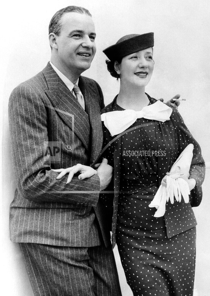 Watchf AP A  NY USA APHSL46769 USA Lynn Fontanne and Alfred Lunt