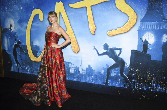 Taylor Swift attends the world premiere of