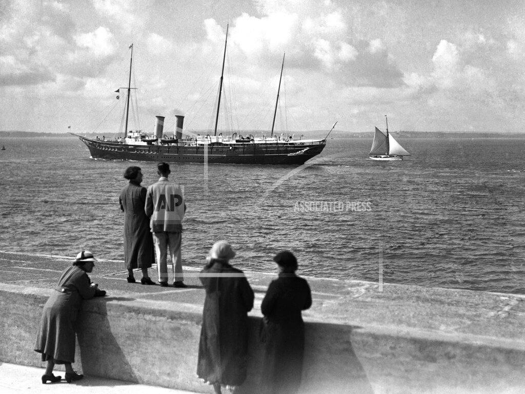 Watchf AP I   XEN APHSL54384 England Portsmouth Victoria And Albert Royal Yacht