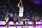 California forward Andre Kelly (22) shoots against Washington during the first half of an NCAA college basketball game in Berkeley, Calif., Saturday, Jan. 11, 2020. (AP Photo/Jed Jacobsohn)