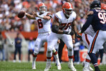 Cleveland Browns quarterback Baker Mayfield (6) throws a 13-yard touchdown pass to Cleveland Browns tight end Austin Hooper during the first half of an NFL football game against the Chicago Bears, Sunday, Sept. 26, 2021, in Cleveland. (AP Photo/David Dermer)