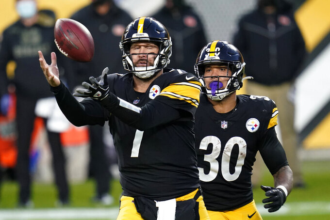 Pittsburgh Steelers quarterback Ben Roethlisberger (7) takes a high snap during the first half of an NFL football game against the Cincinnati Bengals, Sunday, Nov. 15, 2020, in Pittsburgh. (AP Photo/Keith Srakocic)
