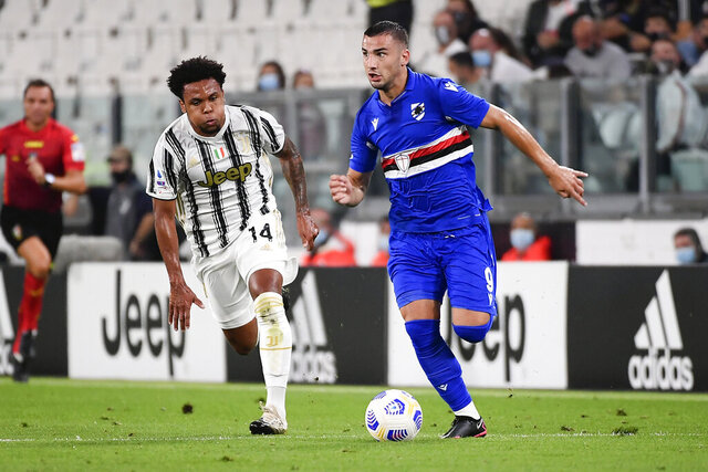 Juventus' McKennie, left, and Sampdoria's Federico Bonazzoli in action during the Italian Serie A soccer match between Juventus and Sampdoria at the Allianz stadium in Turin, Italy, Sunday, Sept. 20, 2020. (Marco Alpozzi/LaPresse via AP)
