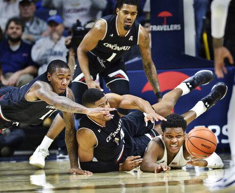 APTOPIX Cincinnati UConn Basketball