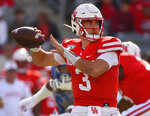 Houston quarterback Clayton Tune throws a pass during the first half of an NCAA college football game against Memphis, Saturday, Nov. 16, 2019, in Houston. (AP Photo/Eric Christian Smith)