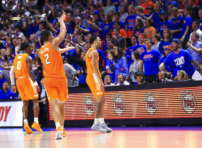 Williams scores 20, No. 3 Tennessee holds off Florida 78-67