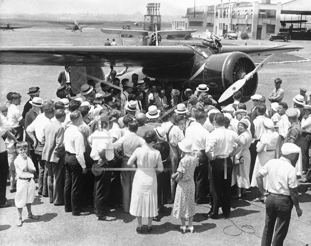 Watchf AP A  NJ USA APHS245871 Amelia Earhart 1932