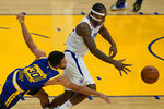 Golden State Warriors guard Stephen Curry (30) reaches for the ball next to Los Angeles Clippers forward Kawhi Leonard during the first half of an NBA basketball game in San Francisco, Wednesday, Jan. 6, 2021. (AP Photo/Jeff Chiu)