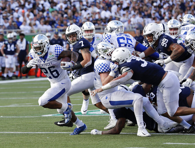 Kentucky's Benny Snell Jr. (26) runs for a 12-yard touchdown past Penn State linebacker Koa Farmer (7) and the Penn State defense during the second half of the Citrus Bowl NCAA college football game, Tuesday, Jan. 1, 2019, in Orlando, Fla. (AP Photo/John Raoux)