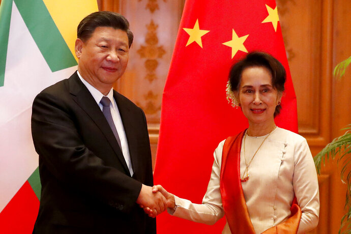 Myanmar State Counselor Aung San Suu Kyi, right, greets Chinese President Xi Jinping at president house in Naypyitaw, Myanmar, Saturday, Jan. 18, 2020. (Nyein Chan Naing/Pool Photo via AP)
